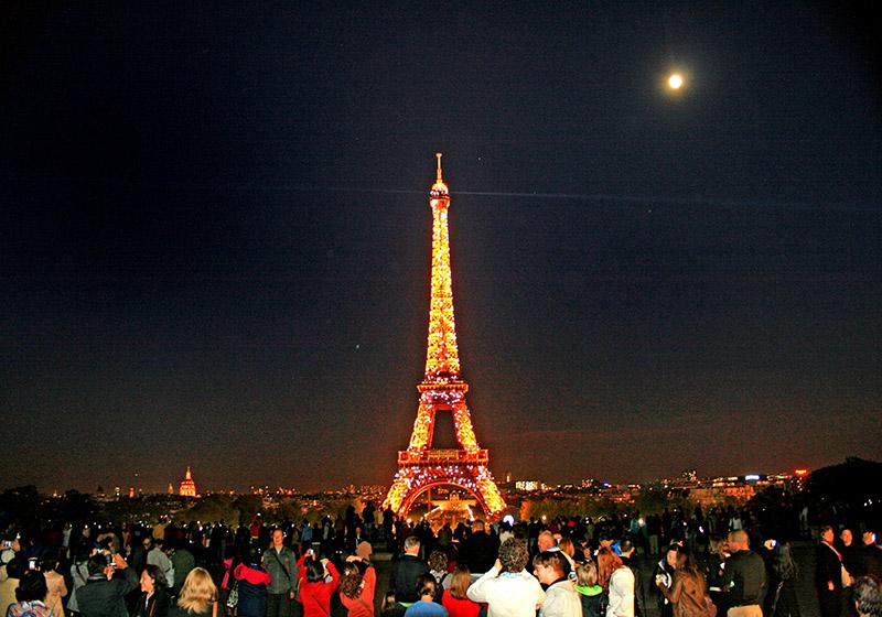 埃菲尔铁塔的夜景--powered